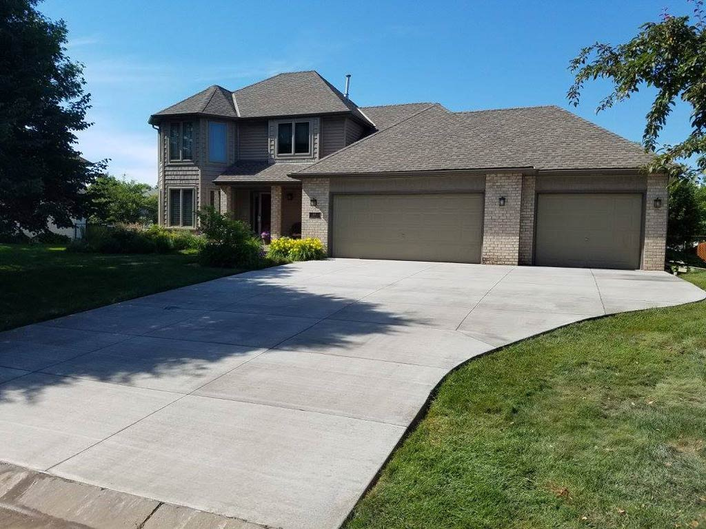 Concrete driveways-Broward Custom Concrete Solutions-We offer custom concrete solutions including Polished concrete, Stained concrete, Epoxy Floor, Sealed concrete, Stamped concrete, Concrete overlay, Concrete countertops, Concrete summer kitchens, Driveway repairs, Concrete pool water falls, and more